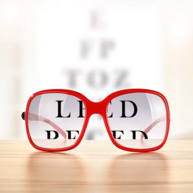 Teljes látásvédelem  Fényre sötétedő dioptriás szemüveg + 150 féle keret +  vizsgálat + 100% cf9e6e202e