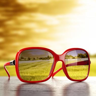Fényre sötétedő dioptriás szemüvegkészítés  150 féle választható keret +  látásvizsgálat + 100% UV szűrő 2bdf0cbdce